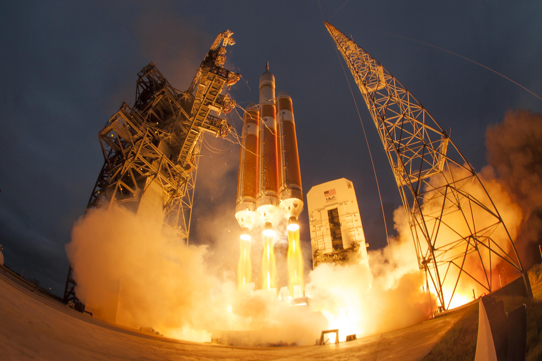 Ben Cooper, Delta IV Heavy Launch | B&H Explora
