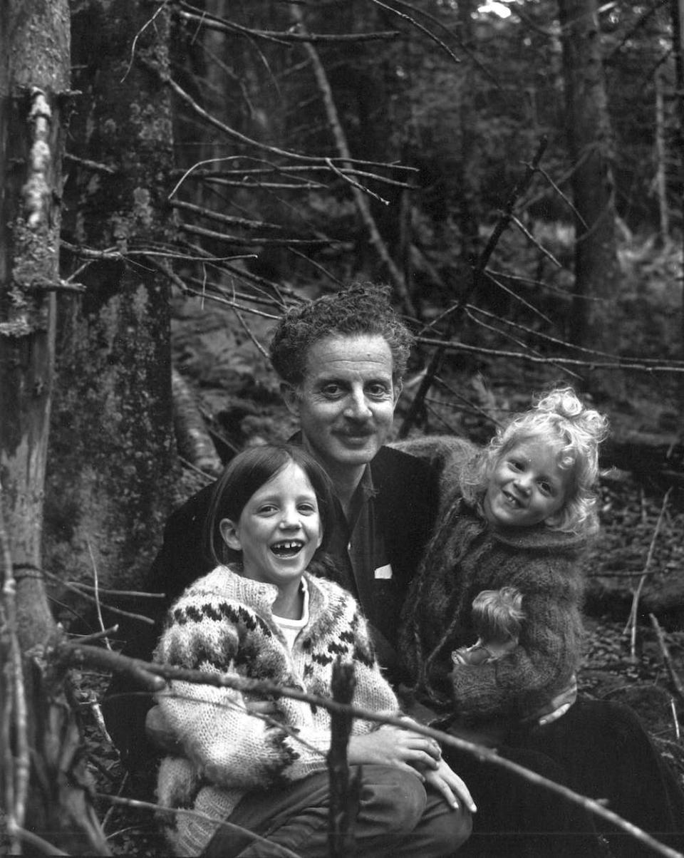Kalischer with daughters Cornelia and Tanya, Vermont, 1967