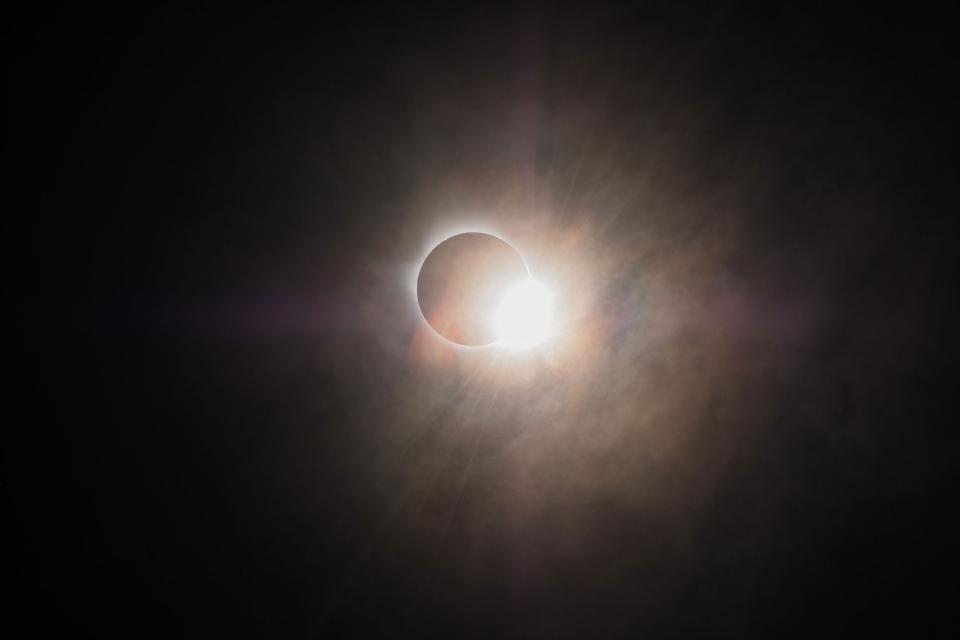 Diamond-ring effect