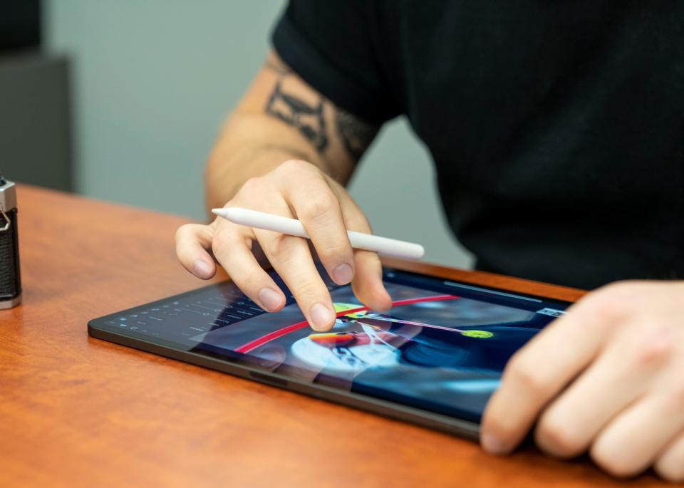 Photo Editing on the Go with the Apple iPad Pro   B&H Explora