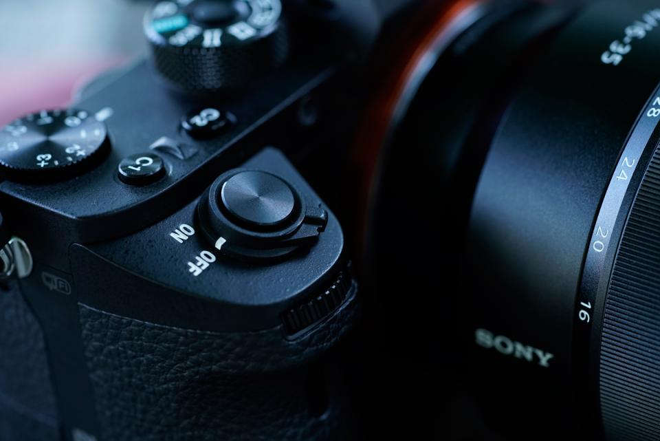 Mirrorless Hits its Mark: the Sony a7RII | B&H Explora