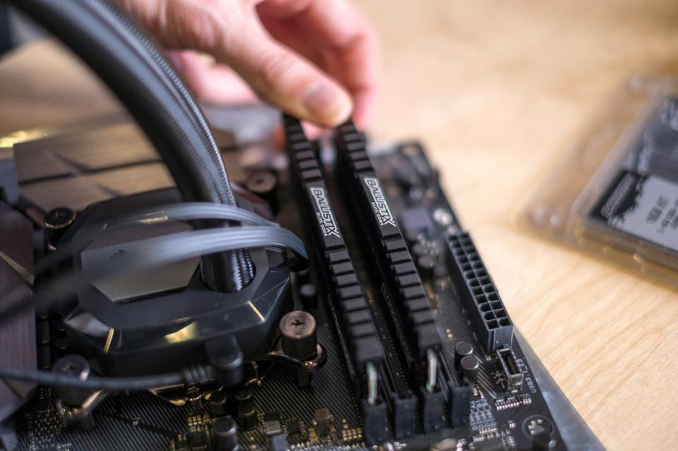 How to Assemble Your Own Gaming PC | B&H Explora