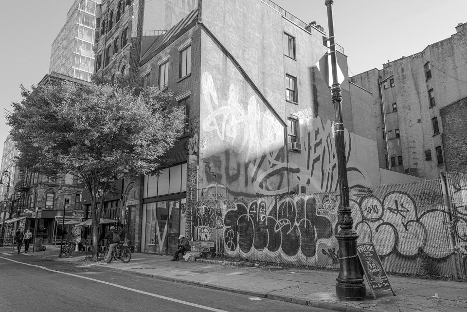 This street scene includes the side of a building brightly lit by unfiltered sunlight and street activity in deep shadow, which is typical of city streets during the late autumn, early winter months. Regardless, it's a piece of cake to open the shadows while maintaining fine detail from the Q2 Monochrom's hefty DNG image files.