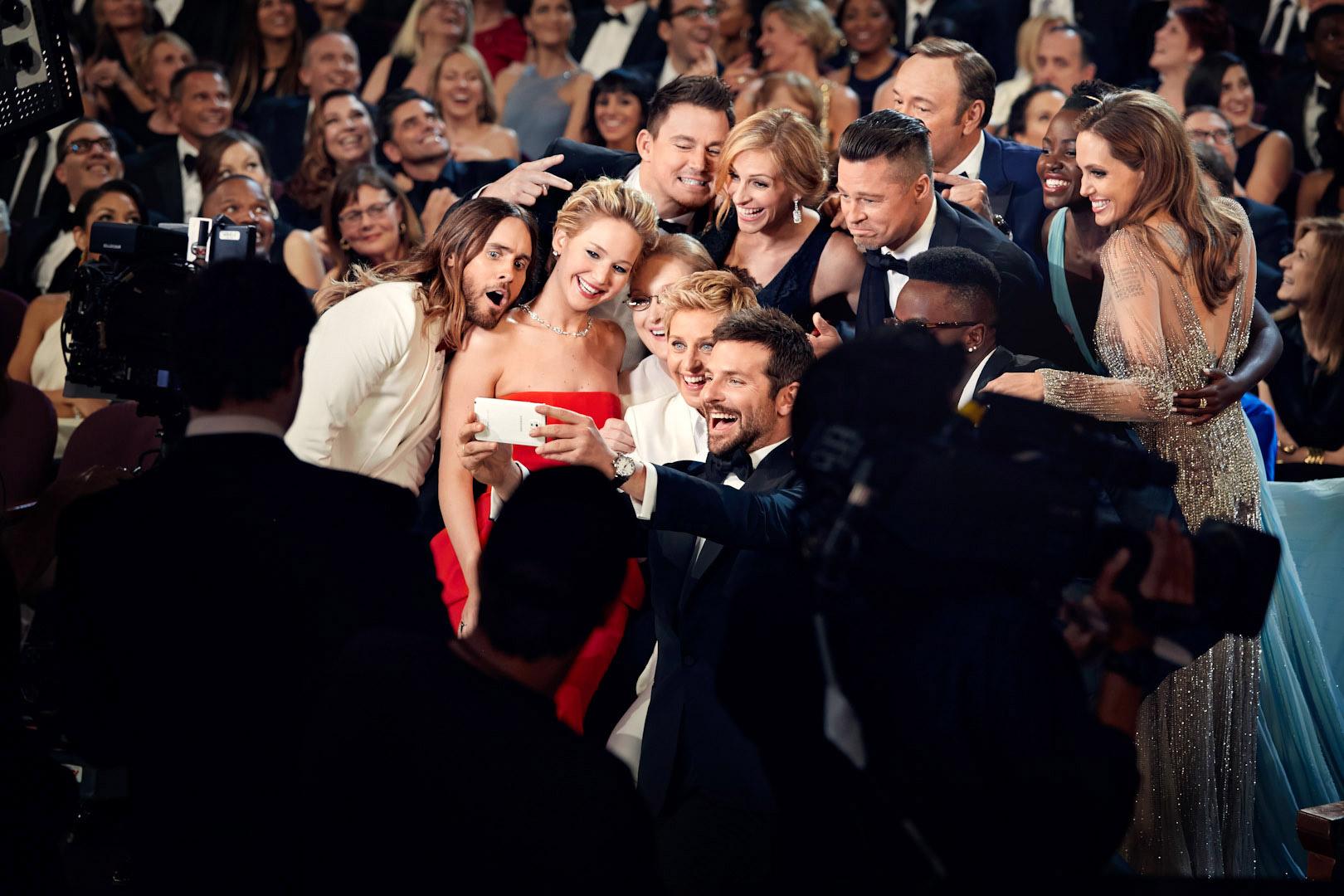 Смотреть сцены со знаменитостями